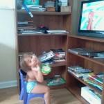 Eating palomitas and watching Curious George